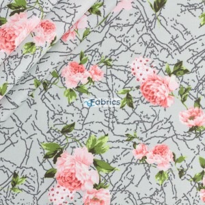 Roses on a patterend mint background